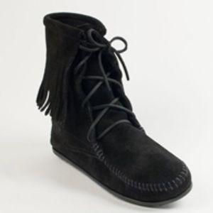 Minnetonka Tramper Boots size 8
